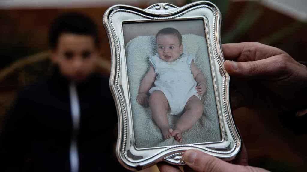El pequeño Antonio, a temprana edad, en una foto familiar.