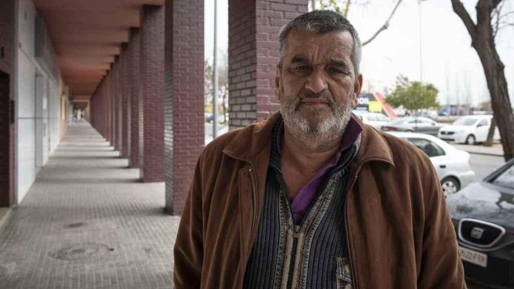 Eugenio Rosa, activista vecinal de 63 años, llegó a Las Palmeras junto a su familia cuando era un niño. Asegura que los vecinos de la barriada sufren un estigma social por vivir allí.