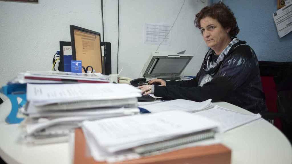 Alida García trabaja en el Centro de Iniciativa para la Cooperación de Las Palmeras, un proyecto Guadalinfo que financia la Junta de Andalucía para la eliminación de la brecha digital y la realización de cursos de informática básica para la búsqueda de empleo.