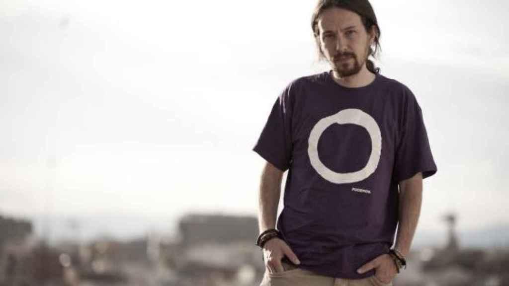 Imagen promocional del partido con las nuevas camisetas de Podemos en 2014.