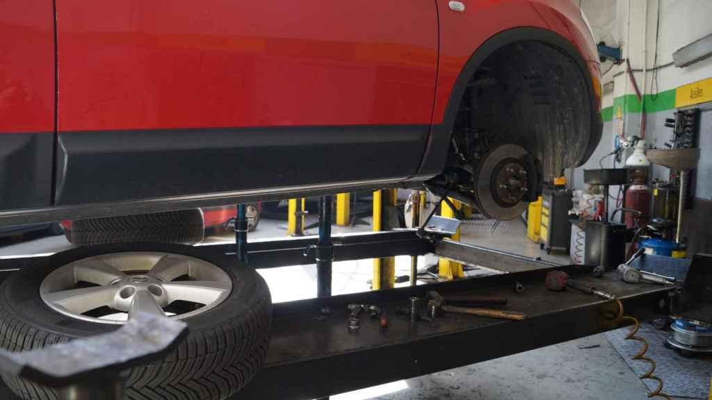 El cambio de neumáticos, de las pocas tareas que permanecerán