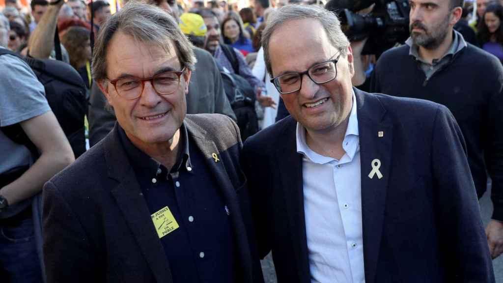 Quim Torra y Artur Mas posan felices en Madrid durante la marcha separatista en Madrid.