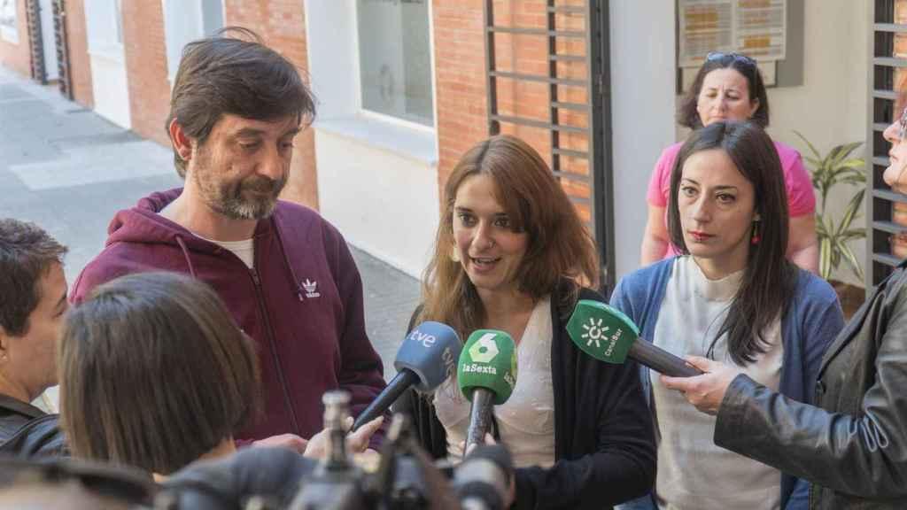 Rafa Mayoral y Noelia Vera, diputados de Podemos, en Sevilla.