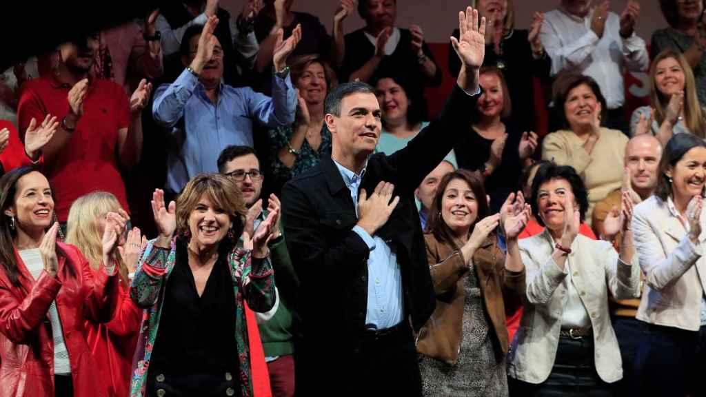 Pedro Sánchez, rodeado de sus más fieles en Madrid.