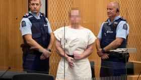 El gesto del presunto autor del atentado, Brenton Harrison, tras declarar ante el tribunal.