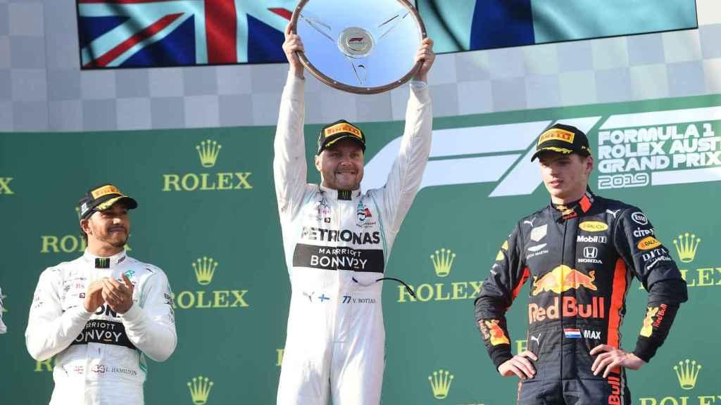 Valtteri Bottas, Lewis Hamilton y Max Verstappen en el podio del Gran Premio de Australia
