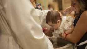 La clave para ir elegante a un bautizo es la sobriedad