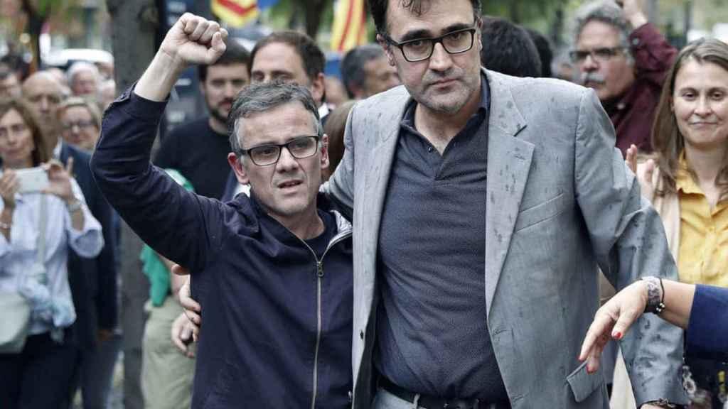 Josep Maria Jové y Lluís Salvadó (derecha), tras ser puestos en libertad el 22 de septiembre de 2017.