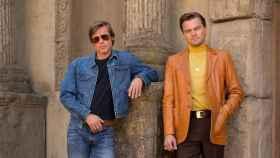 Brad Pitt y Leonardo DiCaprio en la película.