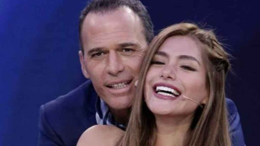Carlos Lozano y Miriam Saavedra, cuando aún posaban feliz tras ganar ella 'GH VIP'.