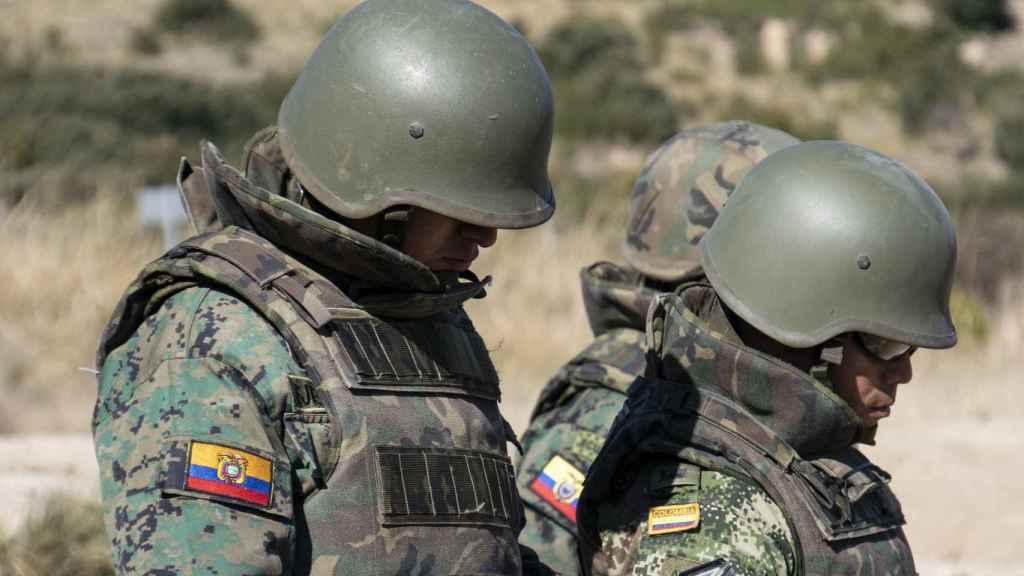 Miembros de los ejércitos de la OEA, en el Centro Internacional de Desminado de Hoyo de Manzanares (Madrid).