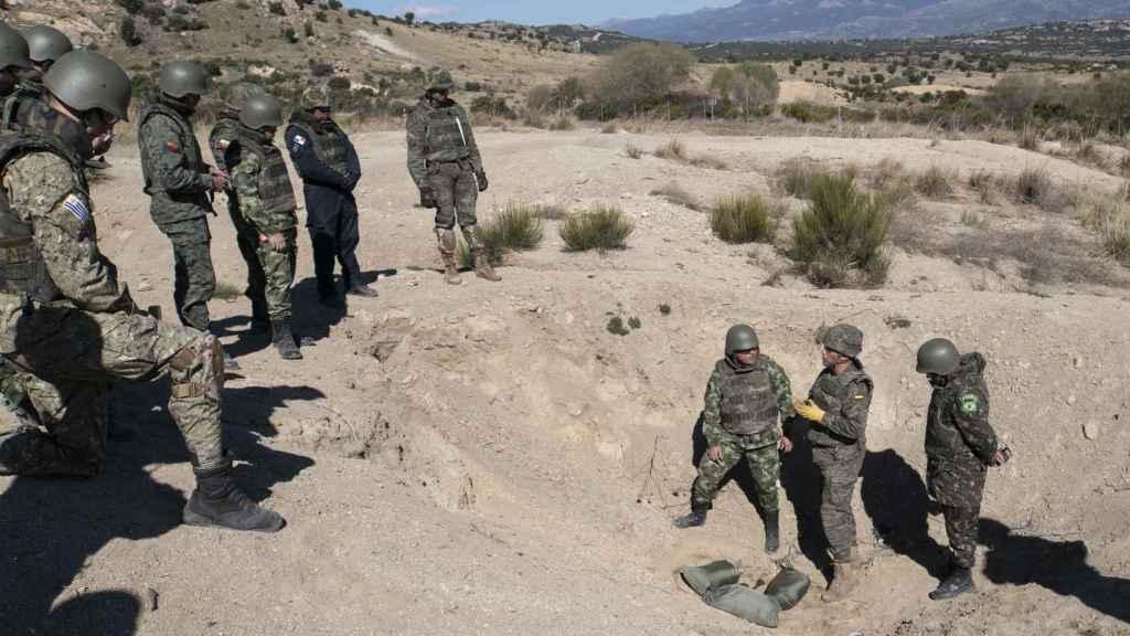 Desde que destruyó las minas que tenía, España se ha centrado en el entrenamiento para desactivar explosivos.