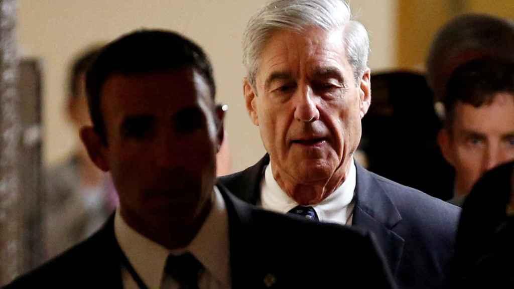 El abogado especial Mueller se retira tras informar a los miembros del Senado sobre su investigación en Washington.
