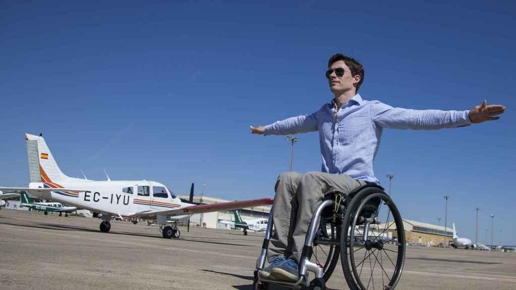 El ingeniero aeronáutico José Luis de Augusto Gil, superviviente del accidente del A400M, ha vuelto a volar pilotando una aeronave.