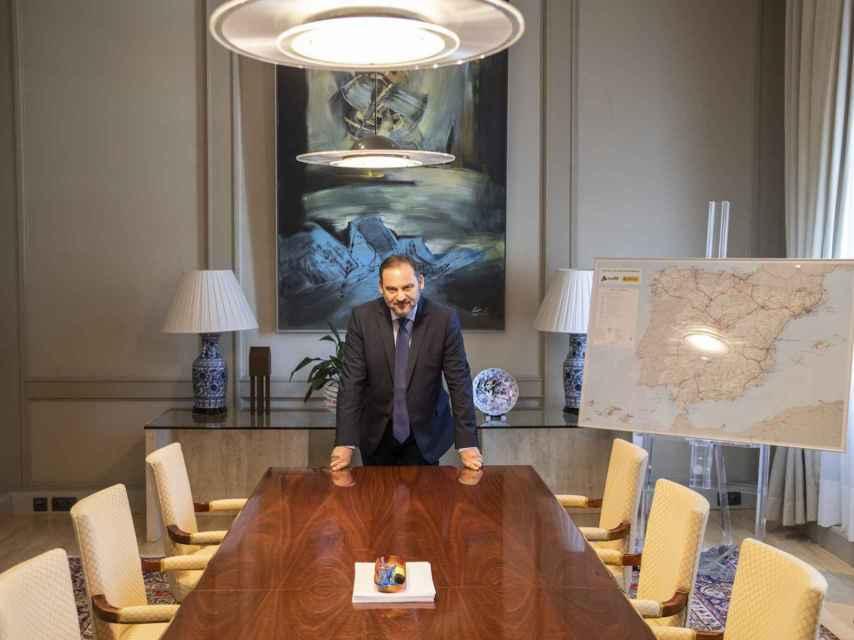 José Luis Ábalos, en su despacho en la sede del Ministerio, en el Paseo de la Castellana.