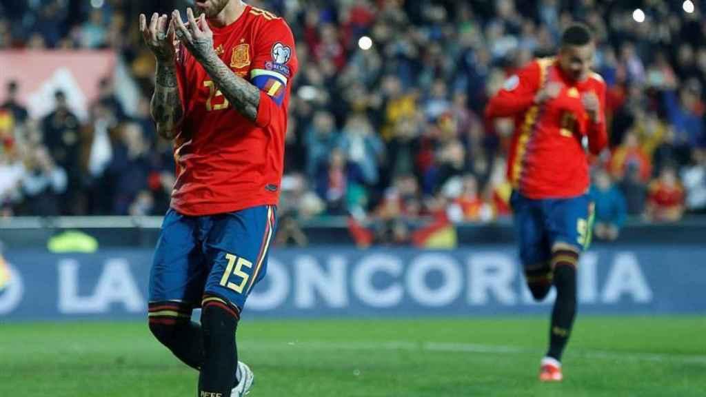 Sergio Ramos celebra su gol de penalti a lo Panenka ante Noruega