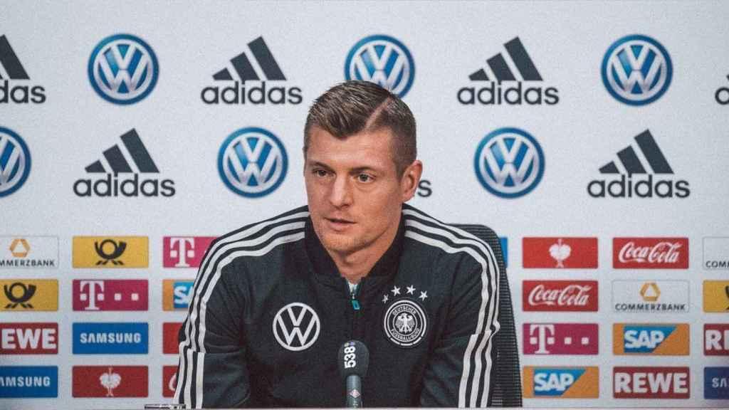 Kroos, en rueda de prensa con la selección alemana. Foto: Twitter (@DFB_Team)