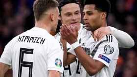 Los jugadores de Alemania celebran uno de los goles ante Holanda