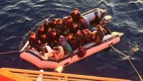 Un grupo de inmigrantes son rescatados en el Estrecho de Gibraltar.