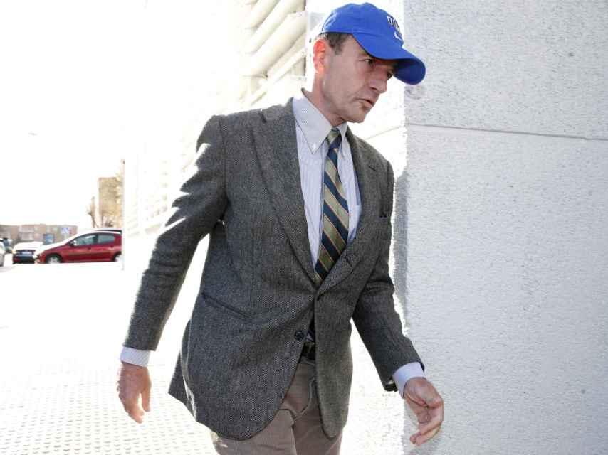 Alessandro Lequio llegando a su juicio contra Olvido Hormigos.