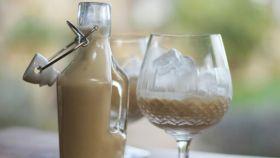 Una crema de licor elaborada de forma casera.