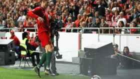 Momento en el que Cristiano Ronaldo se lesiona durante el Portugal - Serbia