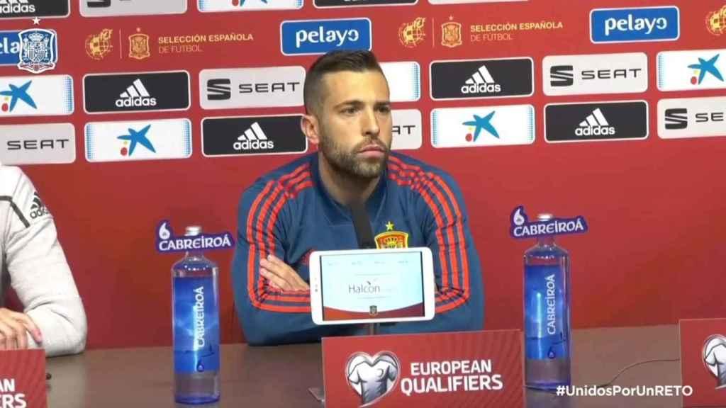 Jordi Alba en rueda de prensa con la selección española. Foto: Twitter (@SeFutbol)