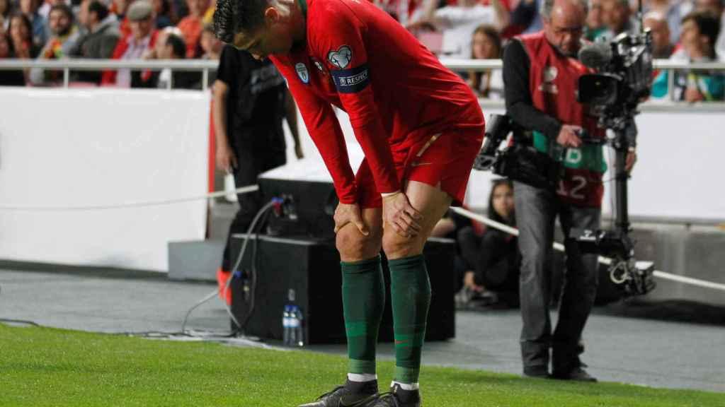 Cristiano Ronaldo, lesionado durante el Portugal - Serbia