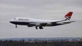 Avión de British Airways saliendo del aeropuerto de Heathrow (Londres).