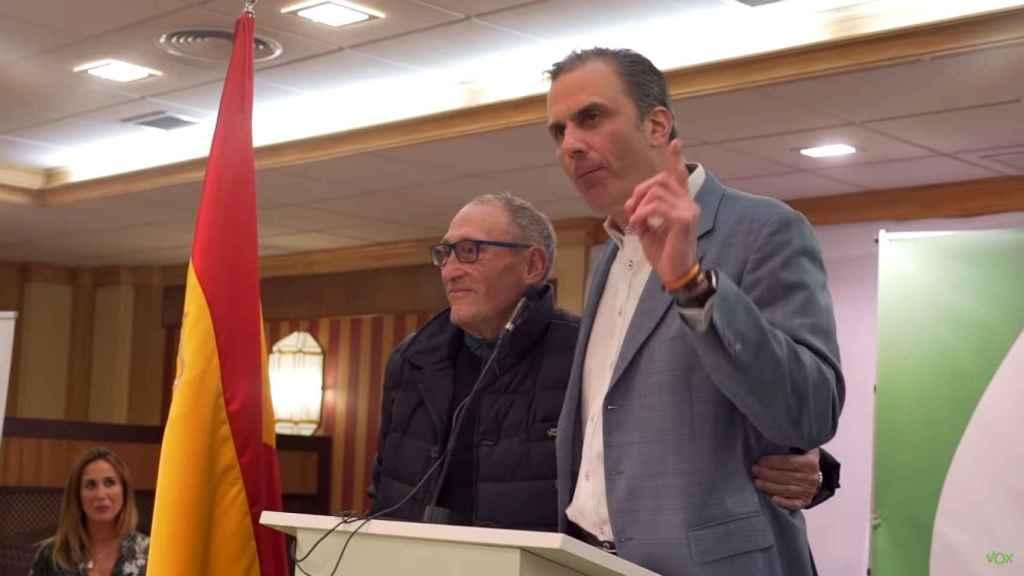 Javier Ortega Smith, número dos de Vox, propone una medalla para quien mate a un ladrón, junto a Remigio, en Martos (Jaén).