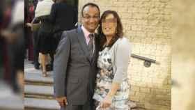 Carlos Lozano, junto a su pareja Rocío.