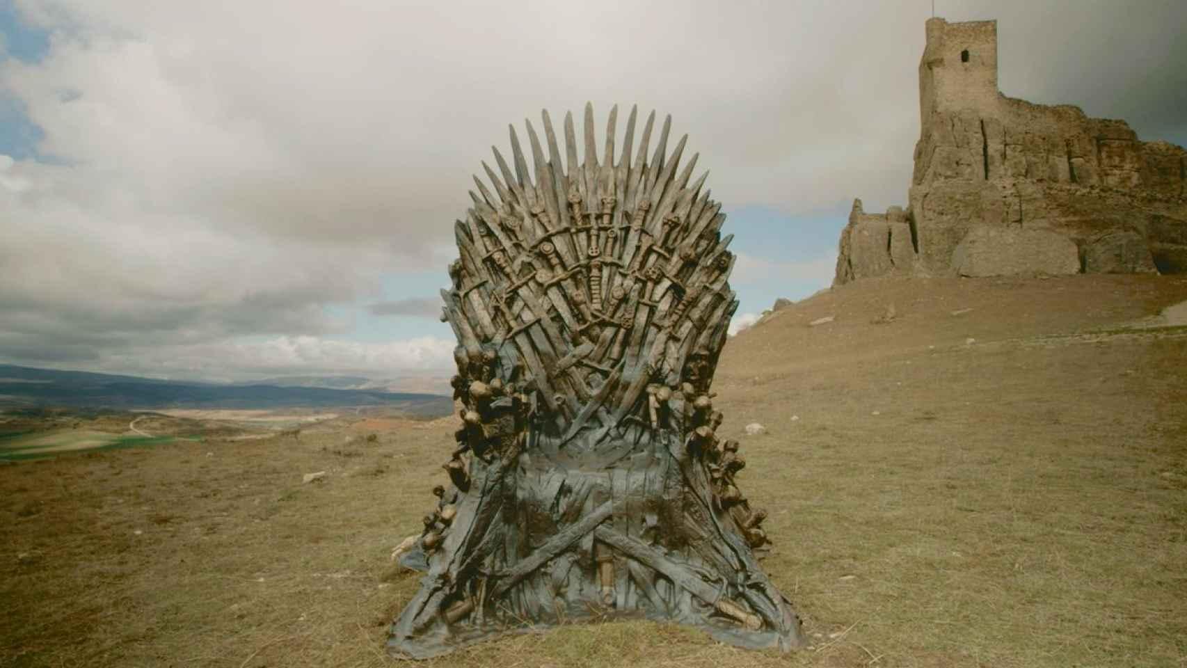 El Trono de Hierro colocado por HBO en el Castillo de Atienza.