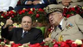 Abdelaziz Buteflika junto a Ahmed Gaid Salá,