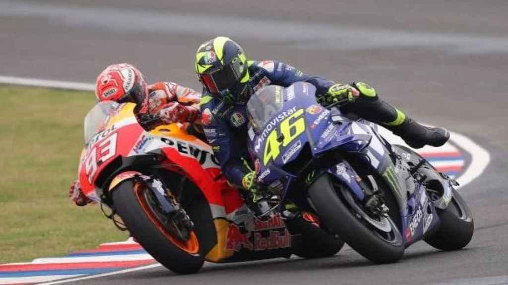 Marc Márquez y Valentino Rossi durante el último gran premio