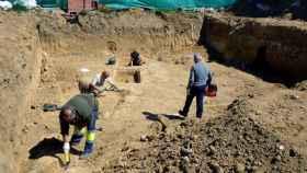 Arqueólogos durante una jornada de excavación.