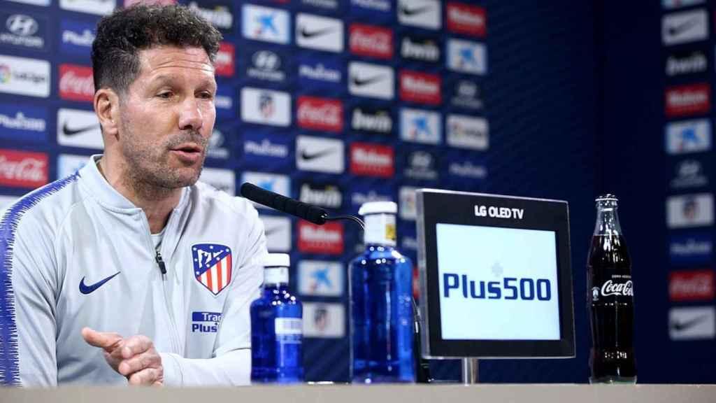 Diego Pablo Simeone, entrenador del Atlético de Madrid, en rueda de prensa. Foto: Twitter (@Atleti)