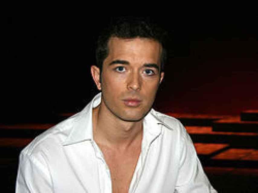 Un jovencísimo y bronceado Mariano Alameda, en los tiempos de Al salir de clase.