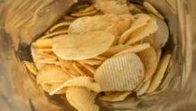 El interior de una bolsa de patatas fritas.