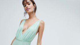 ASOS DESIGN ha creado el vestido ideal para cualquier evento elegante.