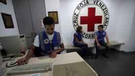 Empleados de la Cruz Roja de Venezuela, en una oficina de Caracas.