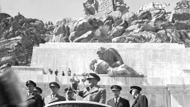 Franco durante la inauguración del Valle de los Caídos