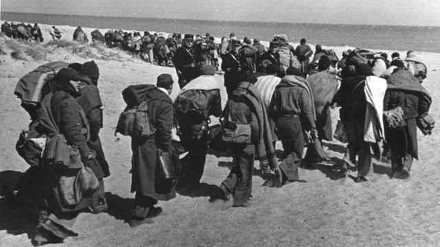 Exiliados republicanos entre Argelès-sur-Mer y Le Barcarès [Francia, marzo 1939].
