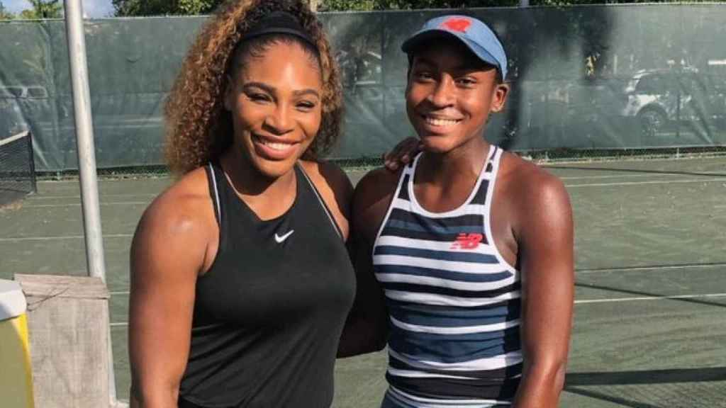 Coco Gauff y Serena Williams. Foto: Twitter (@Tennis)