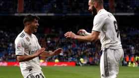 Brahim celebra con Benzema el gol de Ceballos al Huesca