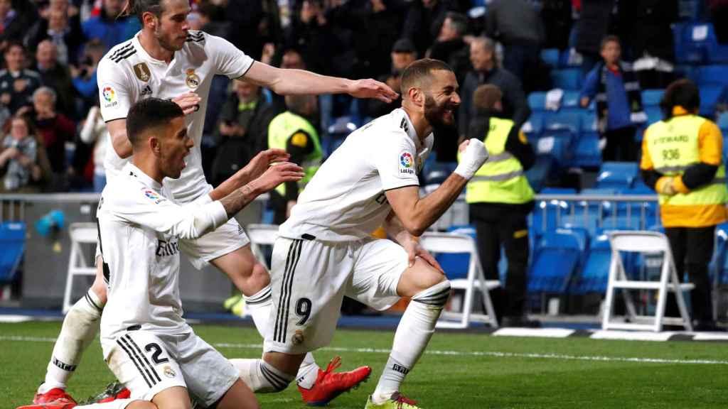 Benzema celebra el gol de la victoria ante el Huesca