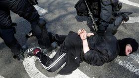 Momento de la detención de la mujer enviada a prisión.
