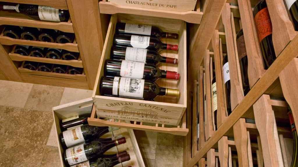Las cajas de madera pueden servir para almacenar el vino.