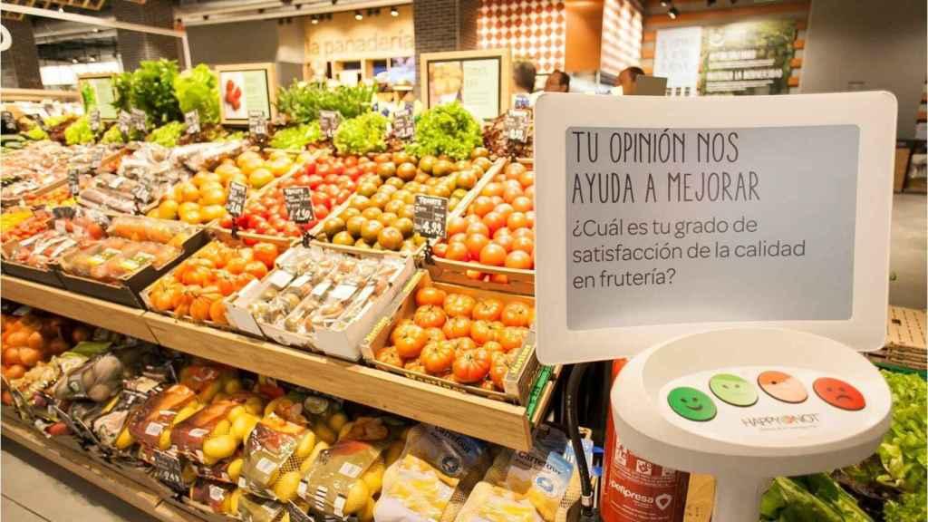 La sección de frutería de un supermercado.