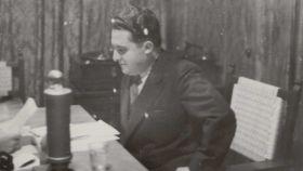 Agustín de Foxá en 1938 durante una conferencia en Burgos.