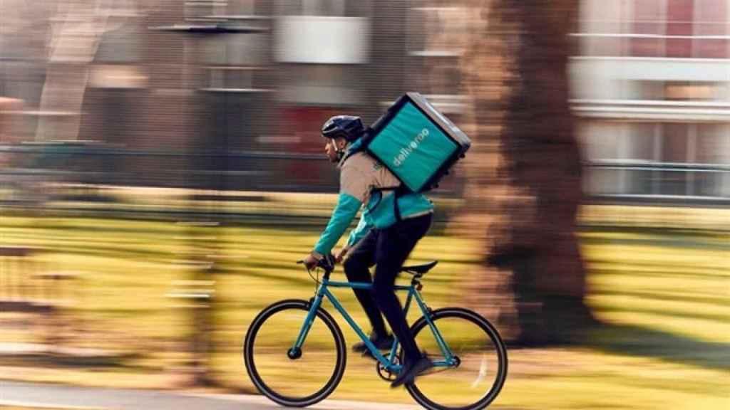 Un 'rider' de Deliveroo en una imagen de archivo.
